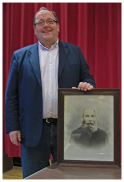 Joe Paget (with a picture of his great-grandfather William Hands)